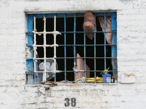Vouchers at $72-per-day buy detainees in Ukraine bigger, better cells