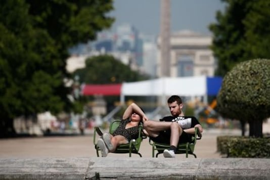 Heatwave adds to health alert as Europe masks up to prevent COVID