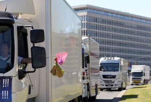 Disgruntled fair workers protest renewed Belgium coronavirus restrictions