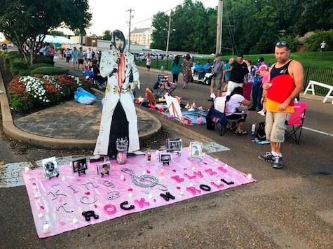 Coronavirus alters Elvis Week; candlelight vigil still on