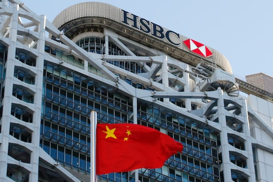 A Chinese national flag flies in front of HSBC headquarters in Hong Kong on July 28, 2020. (REUTERS/Tyrone Siu)