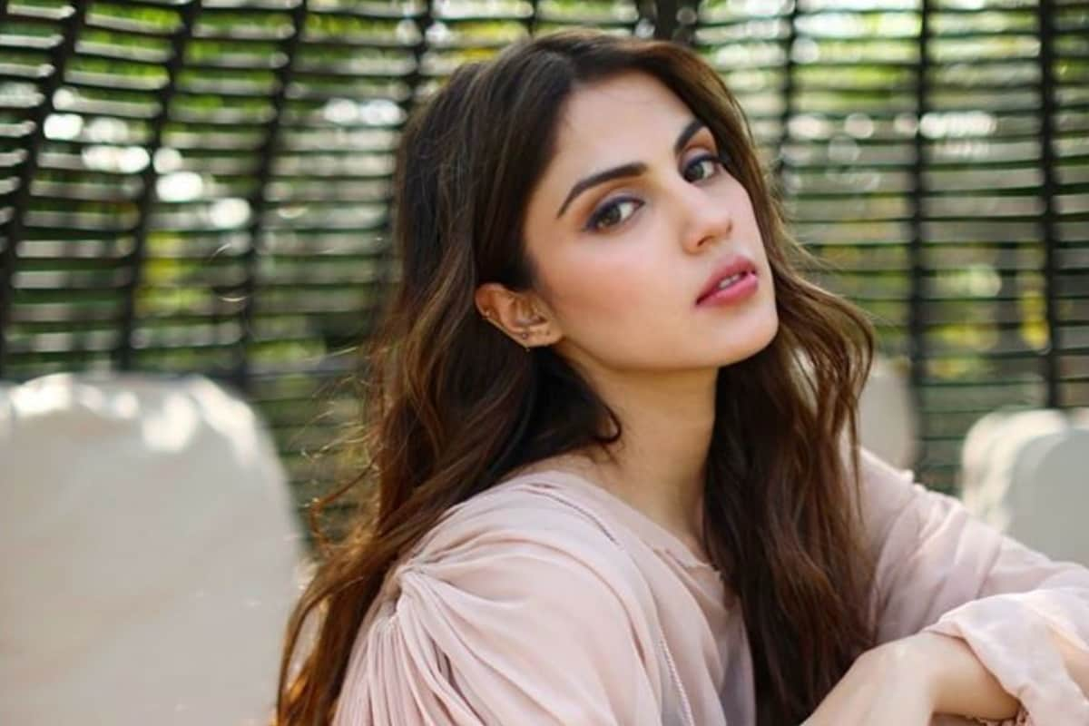 Rhea Chakraborty is Not Absconding: Clarifies Actress' Lawyer After Reports  Claimed She Went Missing