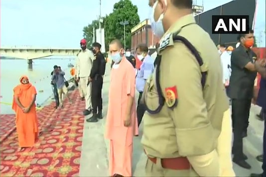 Chief Minister Yogi Adityanath and other officials visit Ram ki Paudi to inspect the arrangments, ahead of foundation stone laying ceremomy. (Credit: ANI)