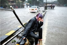 Mumbai Vegetable Vendor Receives Help After an Image of Him Breaking Down Amid Rain Goes Viral
