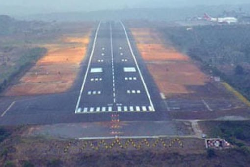 File photo of the Calicut Airport runway where the AI Express crash took place. (Image source: Aviatorflight.com)