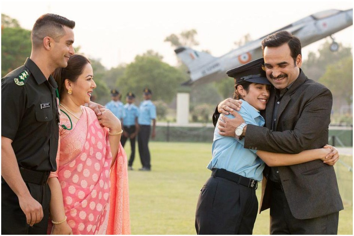 Gunjan Saxena Movie Review Janhvi Kapoor And Pankaj Tripathi Create Engrossing Drama
