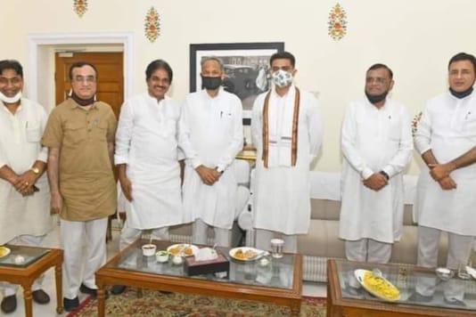 Ashok Gehlot, Sachin Pilot and other senior leaders at CLP meeting in Jaipur.