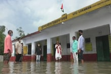 Standing in Water, Villagers Hoist Tricolour in Barabanki School as UP Faces Flood-like Situation