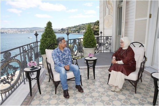 Bollywood: Actor Aamir Khan got slammed on Twitter for Meeting Turkish First Lady Emine Erdogan