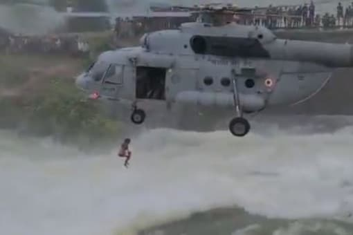 The IAF rescue. (Image source: Twitter/Bilaspur Police)