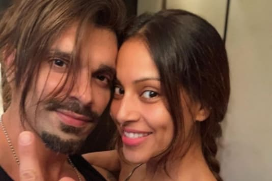 Bipasha Basu Shares Romantic Picture With Her 'Partner in Everything' Karan Singh Grover