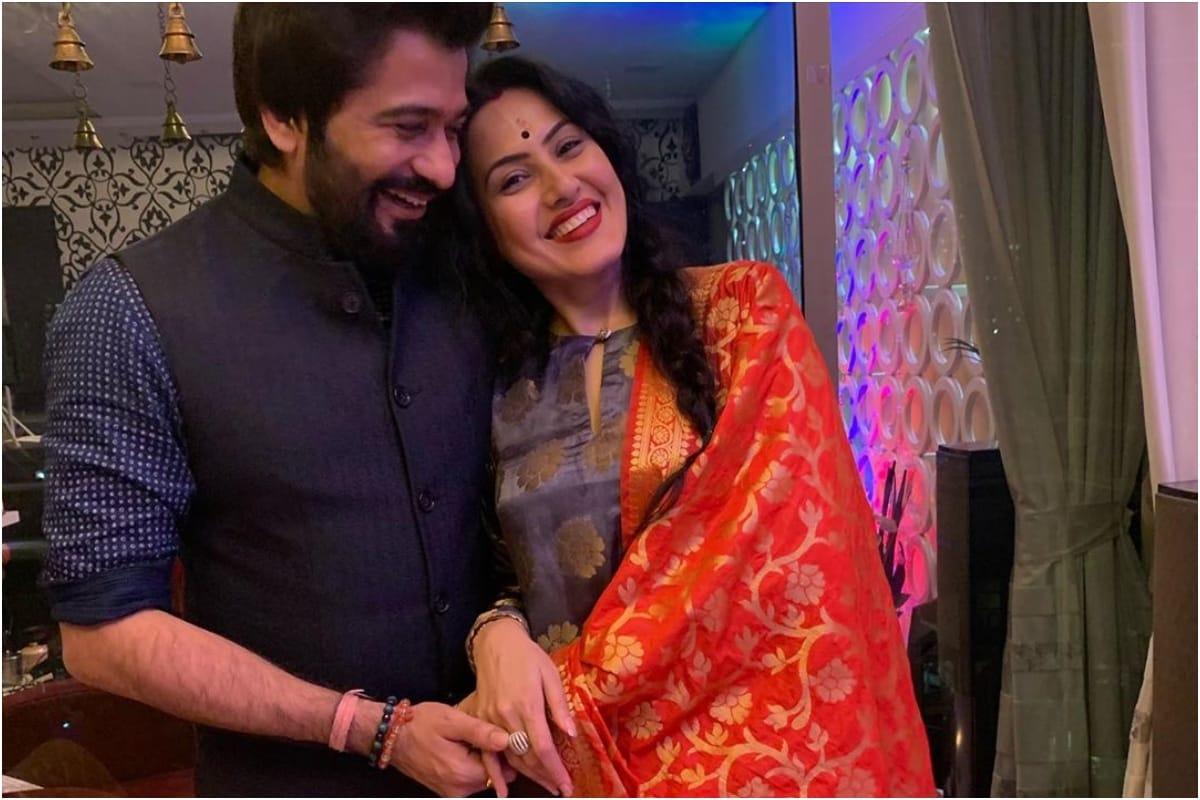 Kamya Panjabi Calls Husband Shalabh Dang 'Gannu's Gift', Shares an Adorable Pic