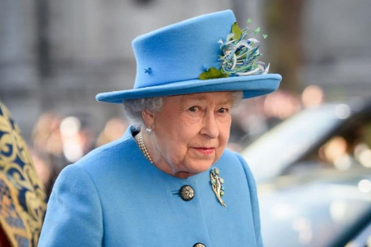 40 Hours, Over 1,000 Clocks: Mammoth Task of Changing Queen Elizabeth's Time Pieces