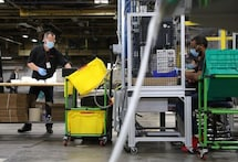 U.S. manufacturing activity near 1-1/2-year high, factory job losses persist
