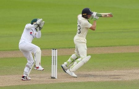 Stokes, Woakes keep England in the hunt in first test vs Pakistan