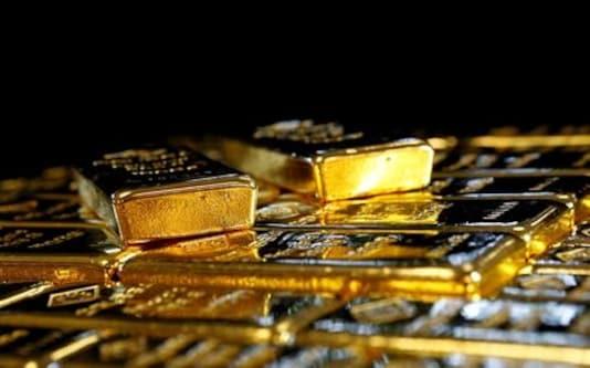 Gold slumps below $1,900 as U.S. dollar, yields rise