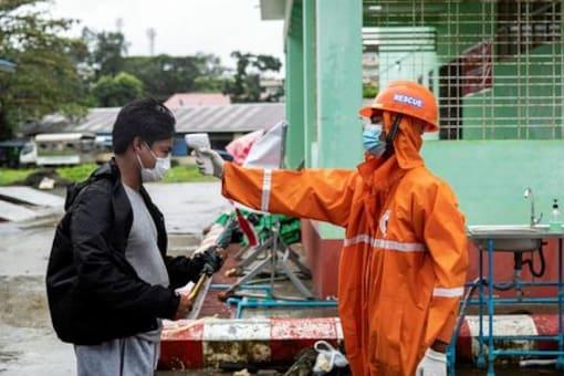 Humanitarian Workers Urge Myanmar to Restore Internet in Rakhine to Help Contain Coronavirus Outbreak