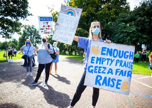 UK medics protest, seeking pay raise after pandemic struggle