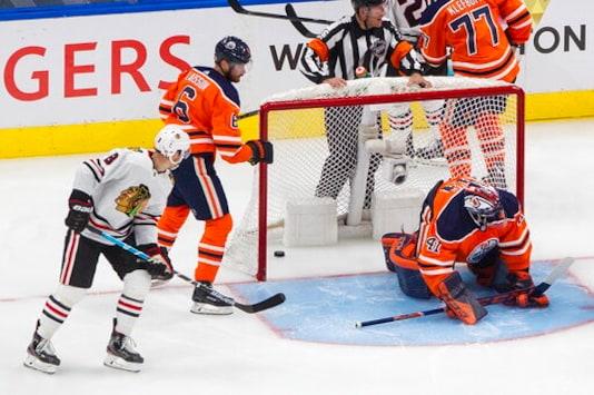 Blackhawks stun Oilers 6-4 in series opener