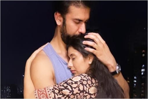 Charu Asopa, Rajeev Sen Put Split Rumours to Rest with an Adorable Pic