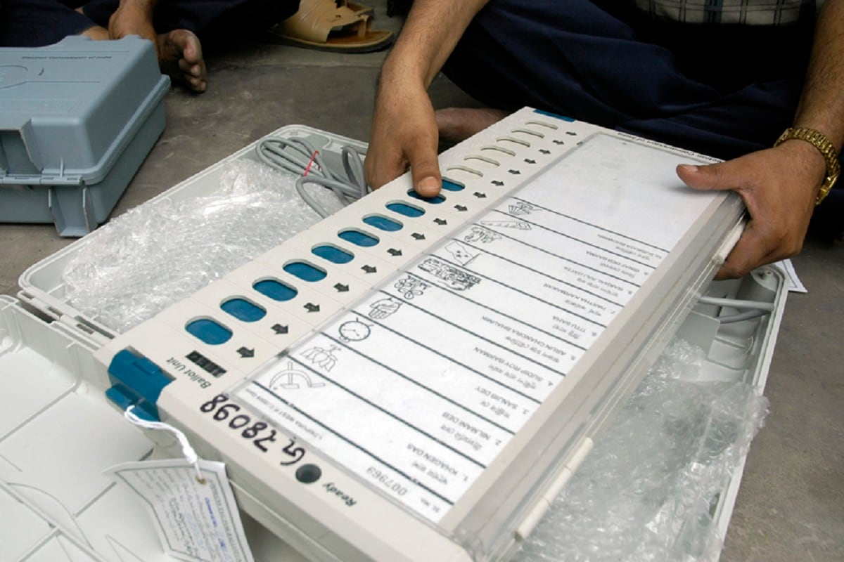 Tamil Nadu Elections: EC Orders Repolling at Velachery Booth After Corpn Staff Caught Carrying EVMs thumbnail