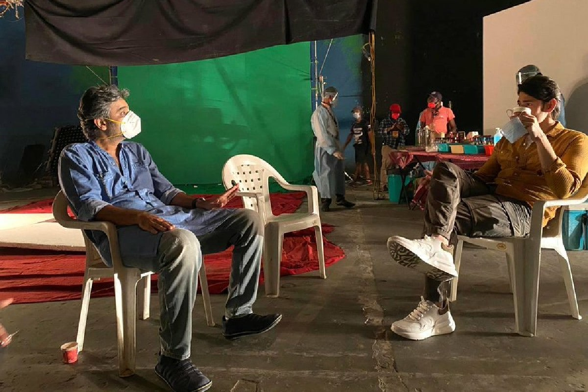Mahesh Babu Resumes Work, Pictures From Set of Ad Film Go Viral