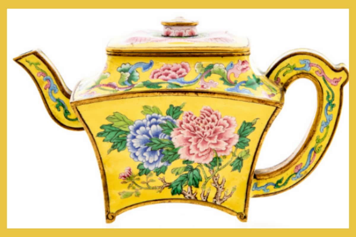 UK Man Stumbles Upon Vintage Chinese 'Teapot' Worth Rs 1 Crore During Garage Cleanup in Lockdown
