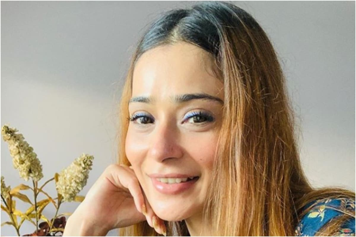 Sara Khan Tests Coronavirus Positive