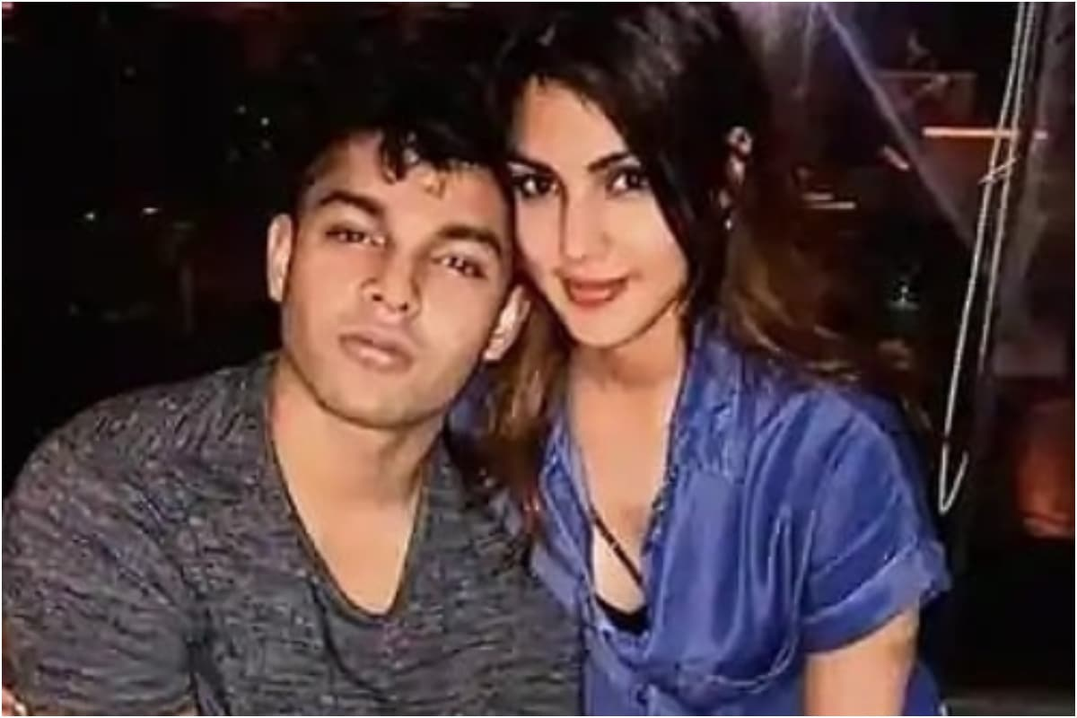 Rhea Chakraborty, Showik Not in a Hurry to File Bail Application, Says Lawyer Satish Maneshinde