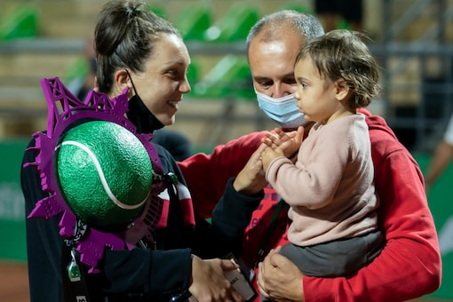 Patricia Maria Tig with her daughter. (Photo Credit: Tennis Championship Istanbul Twitter)