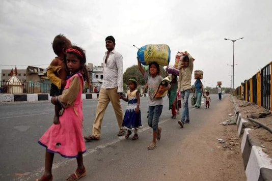 Few Samaritans immediately rose to the occasion to lend a helping hand to the fellow humans in Bhopal who roamed barefeet and hungry on the streets in the quest of food and shelter. (PTI)