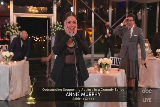Anne Muprhy reacts after she wins the Emmy for Outstanding Supporting Actress In A Comedy Series. (Credit: twitter)