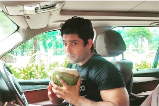 Sidharth Shukla's Hilarious Reaction on Being Papped Outdoors, Watch Video
