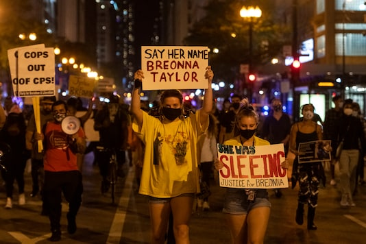 People march on State Street in Chicago's Loop neighborhood, during protests in Chicago demanding justice for Breonna Taylor, on September 23, 2020. (Tyler LaRiviere/Chicago Sun-Times via AP)