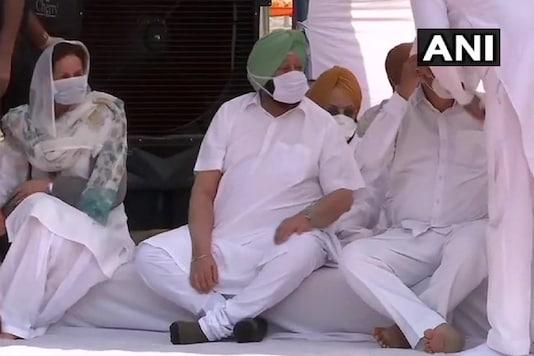 Punjab CM Amarinder Singh stages a sit-in protest at Khatkar Kalan on Monday.
