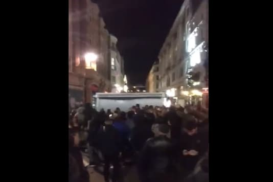 Journalist  Charlie Haynes posted the video of Oxford Circus of how the place had turned into an impromptu party. (Credit: Charlie Haynes/Twitter)