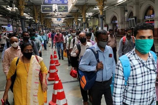 People at the Chhatrapati Shivaji Terminus railway station in Mumbai. (File photo/Reuters)