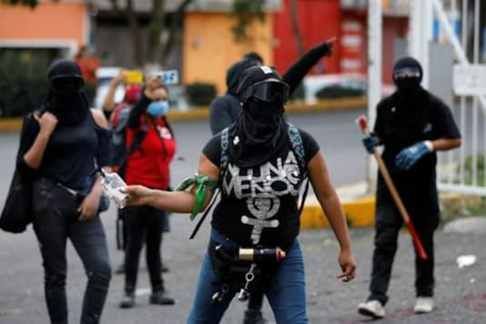 MEXICO-FEMINISTS-PROTESTS:Mexican activists protesting violence against women set building on fire
