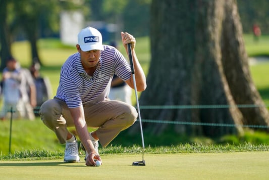 Harris English, of the United States, lines up a shot on on the fifth green during the second round of the US Open Golf Championship, Friday, Sept. 18, 2020, in Mamaroneck, N.Y. (AP Photo/John Minchillo)
