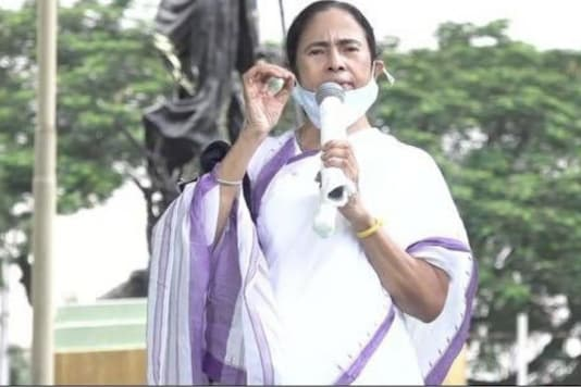 File photo of West Bengal CM Mamata Banerjee addressing a rally.