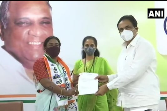 NCP Preeti Patil, Supriya Shule and Jayant Patil inaugurating the LGBT cell in Mumbai | Image credit: Twitter /ANI