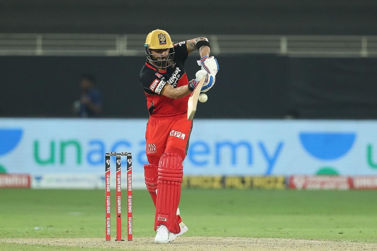 IPL 2020: Video Shows RCB Skipper Virat Kohli Giving a Sneak Peek Into His Cricket Kit