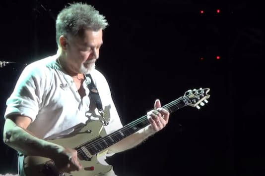 Screenshot from concert video uploaded by DWTH on YouTube.
