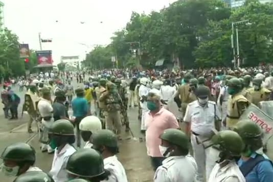 BJP's officials March to CM Mamata Banerjee. (Photo: ANI/Twitter)
