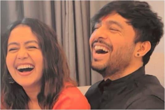 Neha Kakkar Surprises Brother Tony Kakkar with a Cricket Pitch at Home, Hubby Rohanpreet Singh Reacts