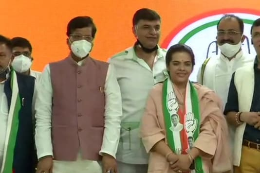 Sharad Yadav's daughter Subhashini Raj Rao joins Congress. (ANI)
