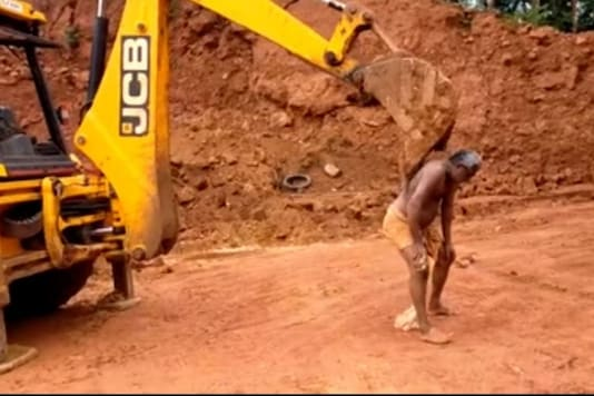 Video grab of man having his back scratched with JCB excavator.  (Credit: Facebook/ @Abdul Nasar)