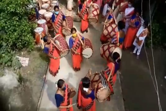 The group started flourishing slowly, and first performed at Durga Puja pandals in 2011.  (Photo: News18)