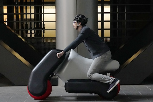 Inflatable Electric Scooter. (Image source: AFP Relaxnews)