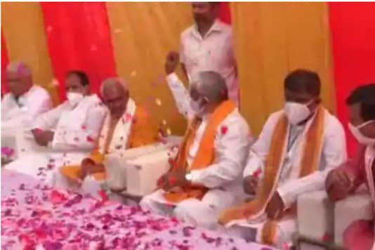 Swatantra Dev Singh, UP BJP Chief was caught on camera sharing stage and showering flower petals on Surendra Singh, BJP MLA from Bairia